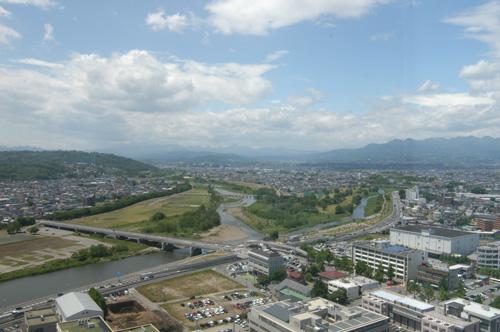 高崎市役所21階より上州・谷川方向を見る